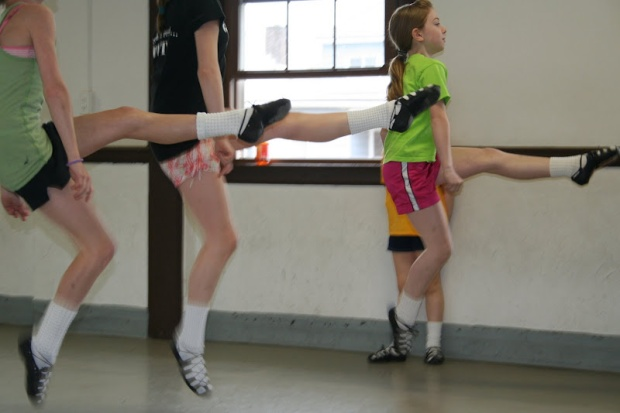 dancers_jump